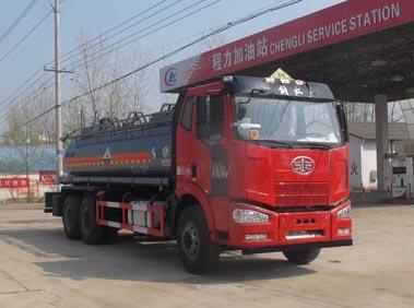 解放后八轮12.6吨腐蚀性物品罐式运输车